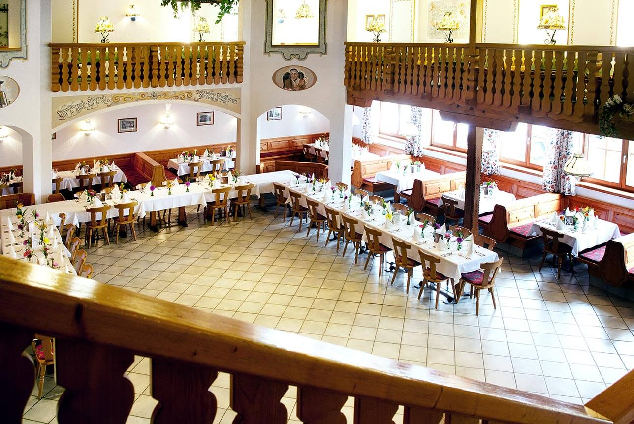 familienfeierlichkeit festsaal mit galerie-hochzeit-gasthof pichler geboltskirchen