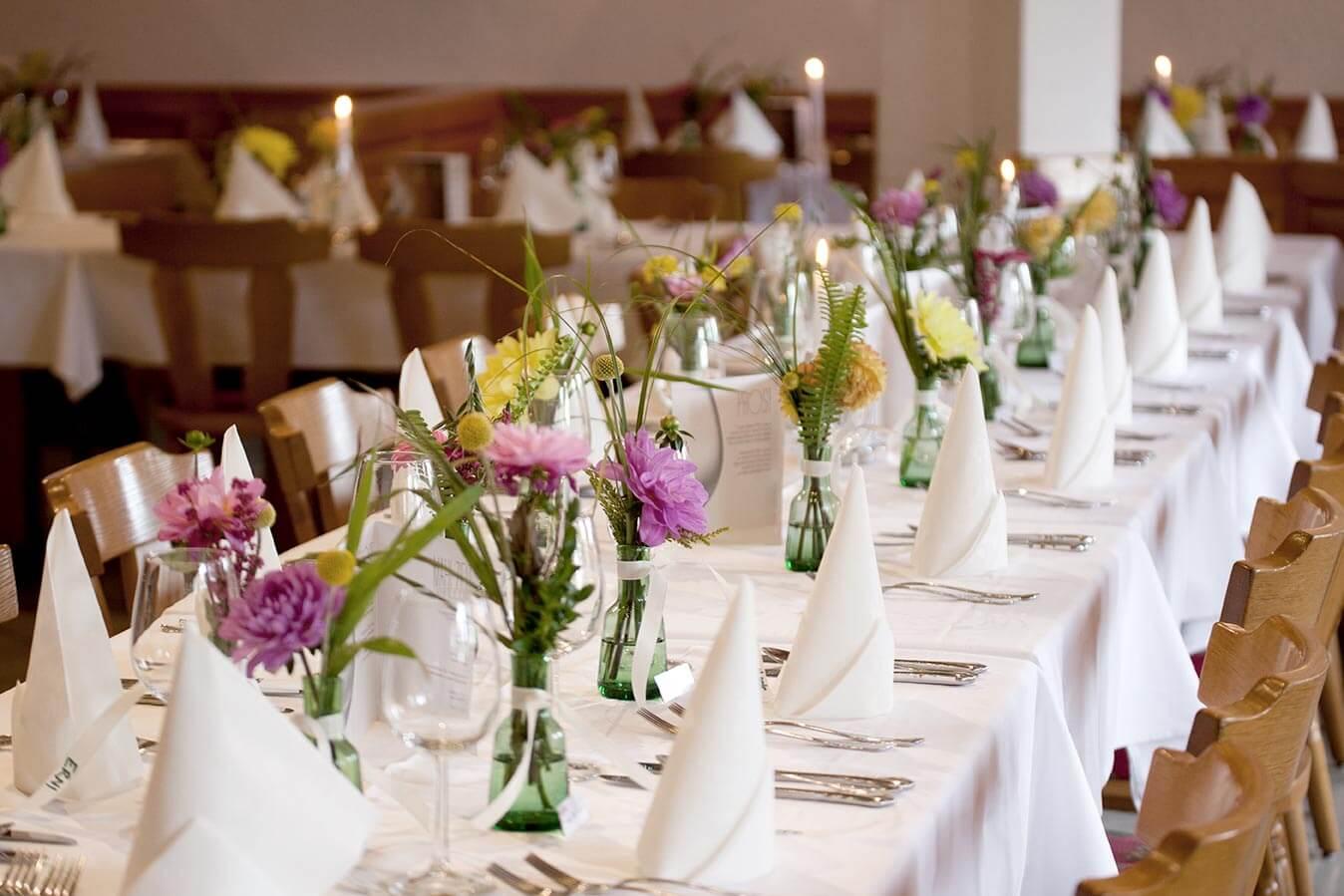 Räume für Festivitäten wie Hochzeit, Taufe, Kommunion, Familienfeier oder Vereinsfest.