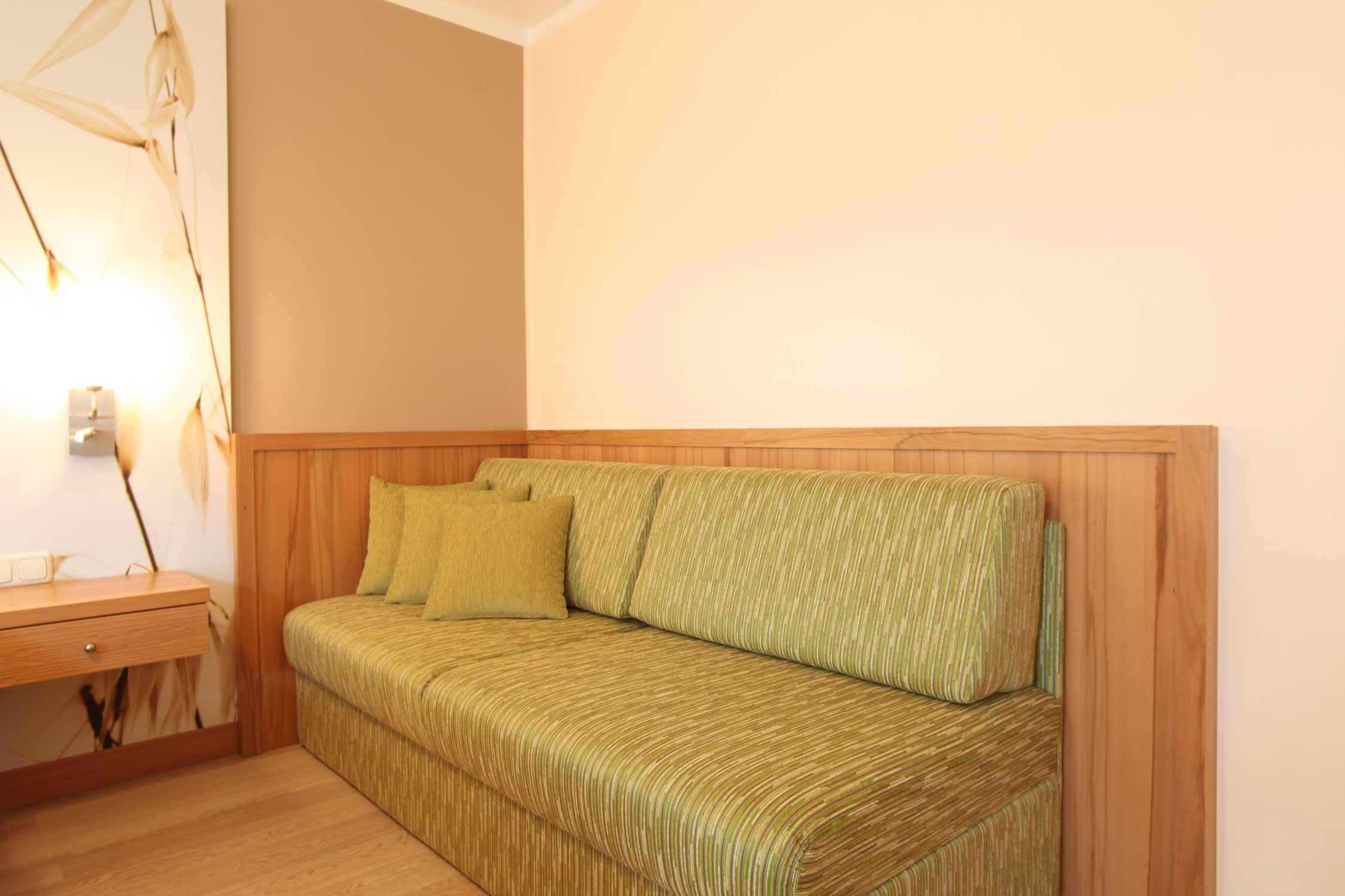 Einzelzimmer als 4-sterne-niveau komfortzimmer mit bad im gasthof-reiterhof familienhotel pichler nähe Autobahn