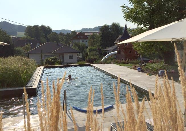 Pic-Spielgarten-Pool-Familienurlaub-Reiturlaub-Pichler