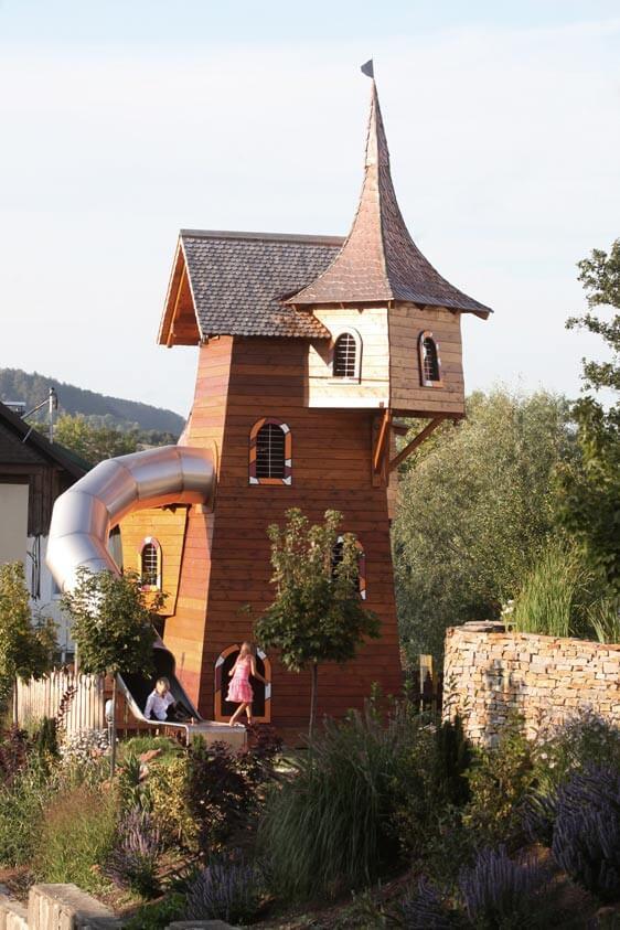 Spielgarten-Pool-Familienurlaub-Reiturlaub-Pichler