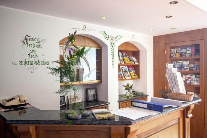 Wirtshaus-rezeption-empfang-Gasthof-Familienurlaub-Reiturlaub-Pichler